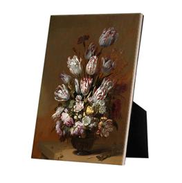 Stilleven met bloemen op keramische tegel op standaard